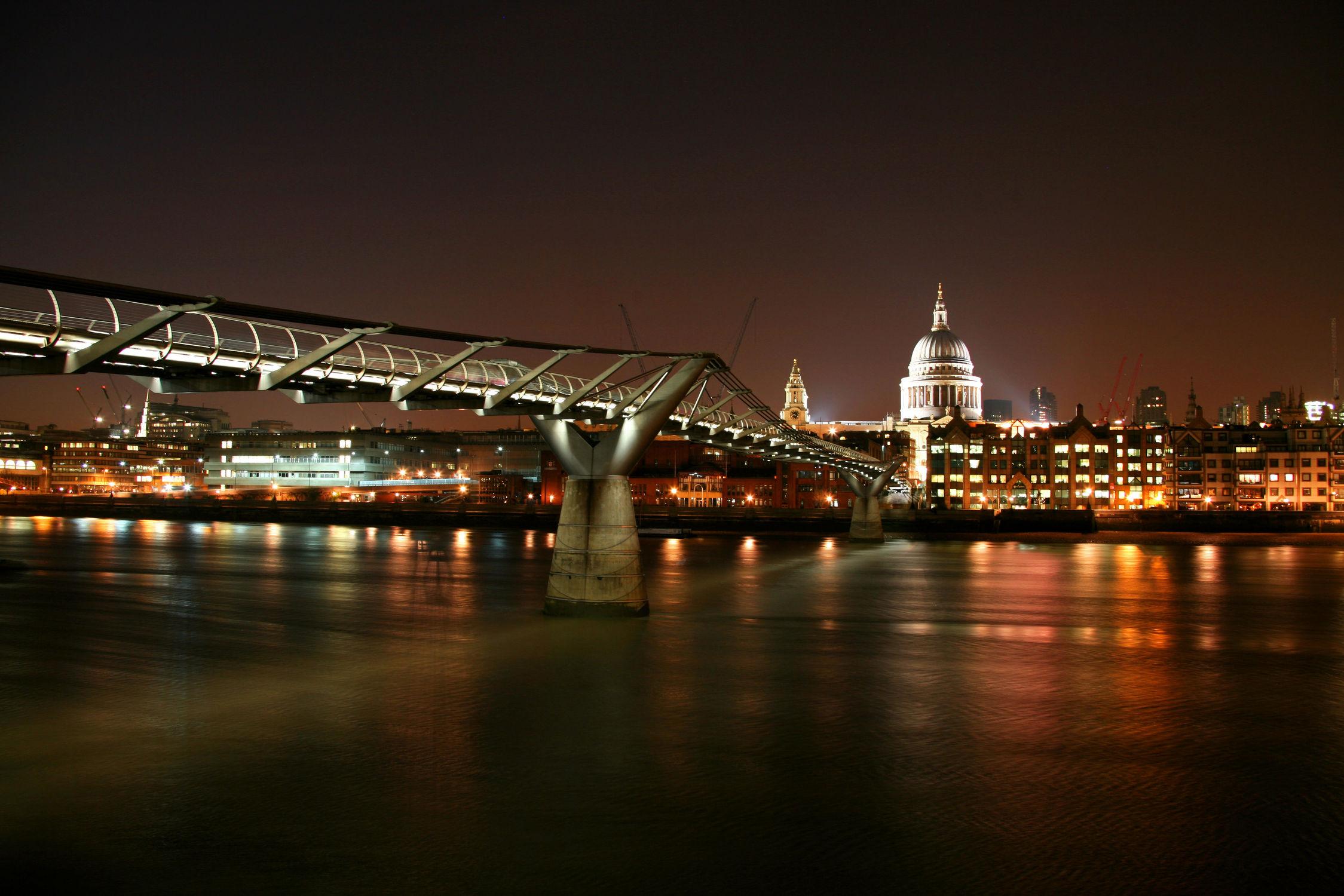Bild mit Gebäude, Städte, Häuser, England, London, Stadt, London Bridge, City, Nachtaufnahmen, Nacht, Skyline, hochhaus, wolkenkratzer, Hochhäuser, Stadtleben, night