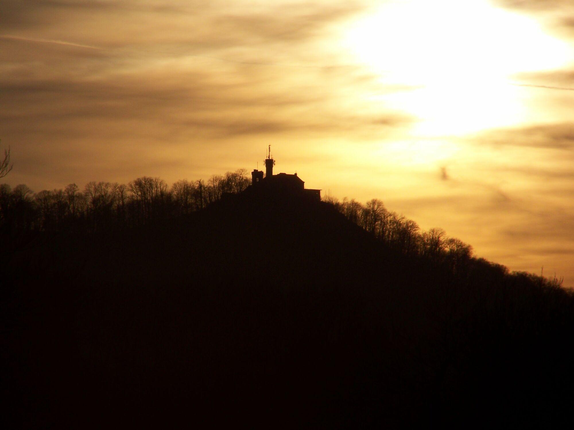 Bild mit Berge, Himmel, Sonnenuntergang, Görlitz, Landeskrone, Abendstimmung, Silhouette