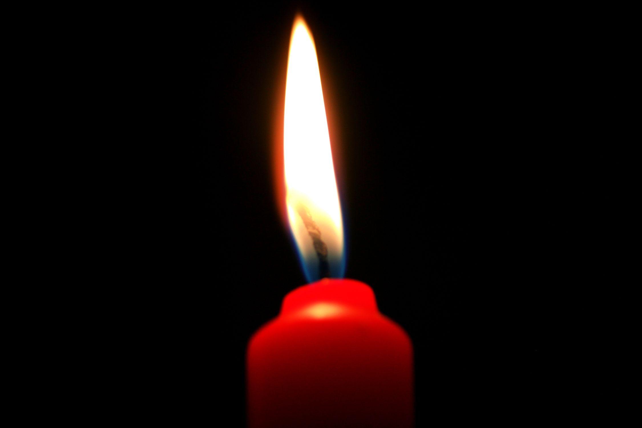 Bild mit Natur, Elemente, Himmel, Feuer, Flammen, Dunkelheit, Kerze, Kerzen, Kerzenlicht, romantik, Kerzenschein, Licht Bilder, Meditation, candel, candel light, light, Licht