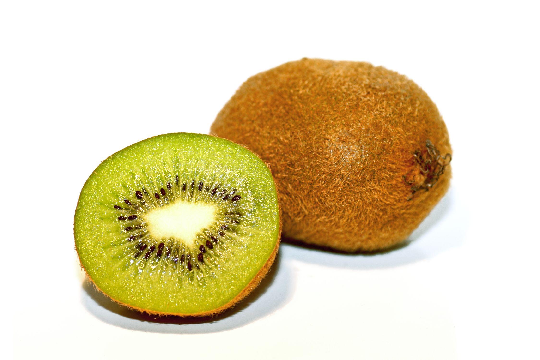 Bild mit Früchte, Lebensmittel, Essen, Frucht, Fruit, Fruits, Kiwi, Kiwies, Kiwifrucht