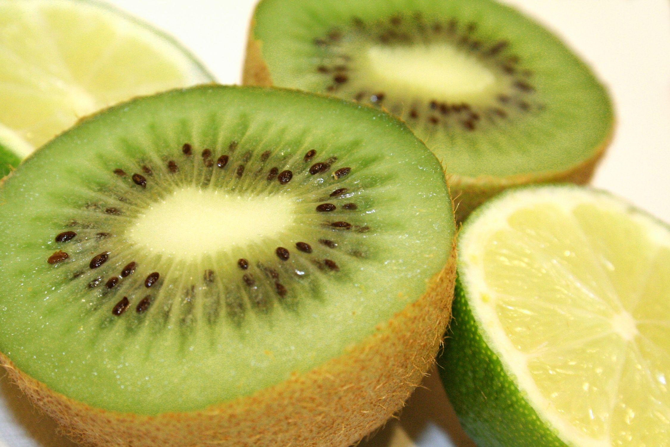 Bild mit Früchte, Lebensmittel, Essen, Frucht, Kiwi, Kiwies, Kiwifrucht