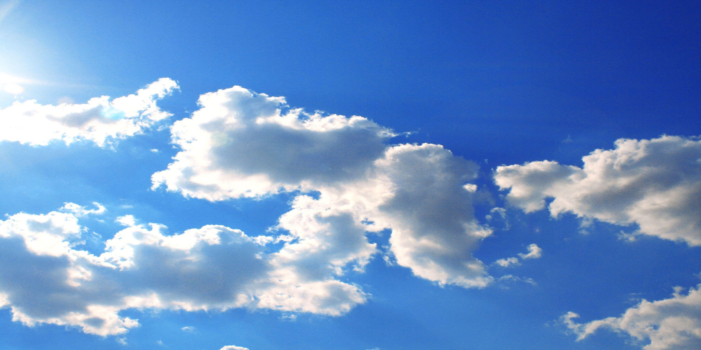 Bild mit Farben, Natur, Himmel, Jahreszeiten, Wolken, Tageslicht, Blau, Azurblau, Sommer, Wolkenhimmel, Wolkengebilde, Sky, Blauer Himmel, Wolkenstruktur, Sky view, Himmelsblick, Wolkenblick