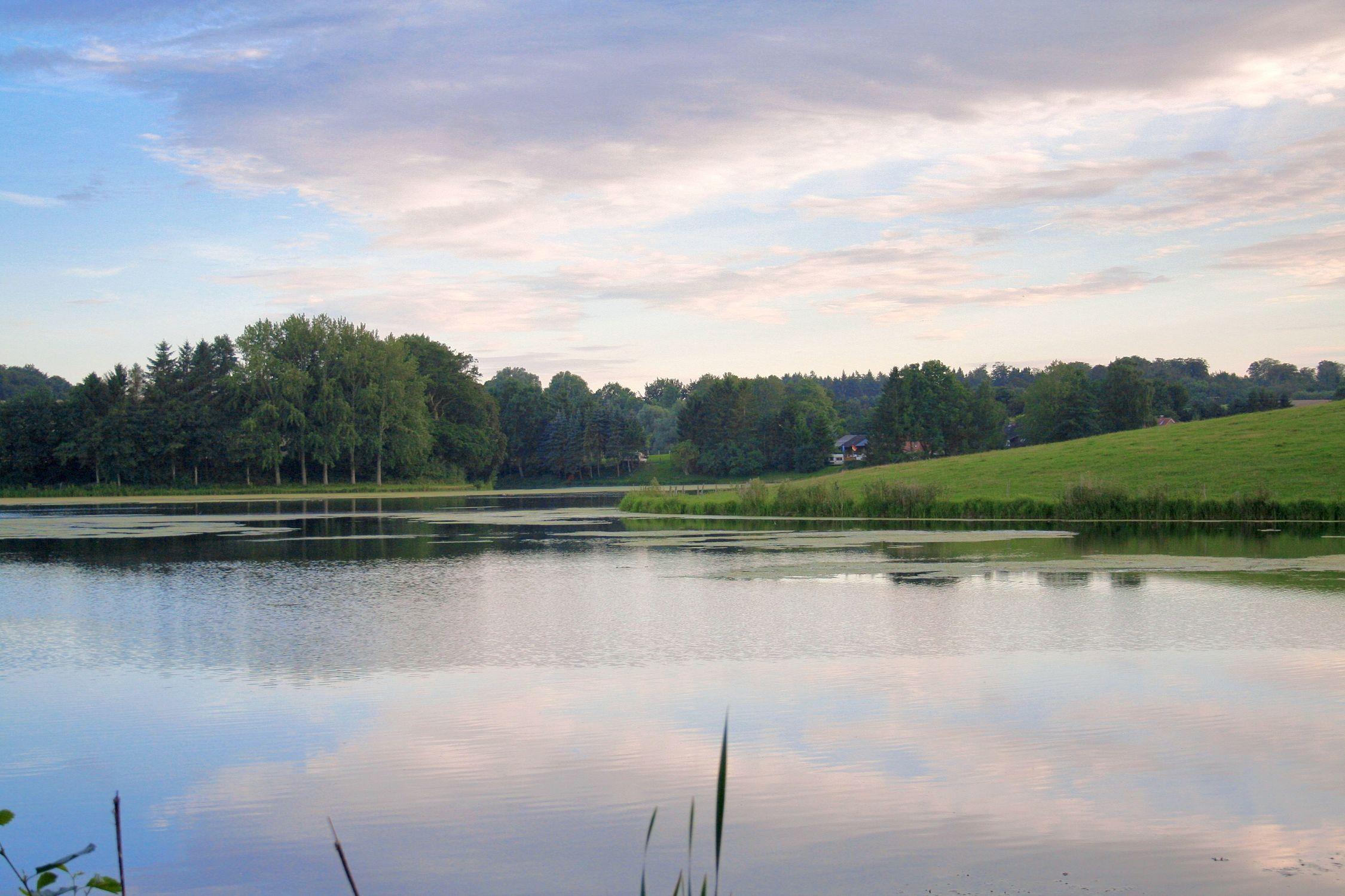 Bild mit Natur, Elemente, Wasser, Pflanzen, Landschaften, Himmel, Bäume, Wolken, Gewässer, Küsten und Ufer, Seen, Flüsse, Teiche, Architektur, Bauwerke, Dämme und Deiche, Stauseen