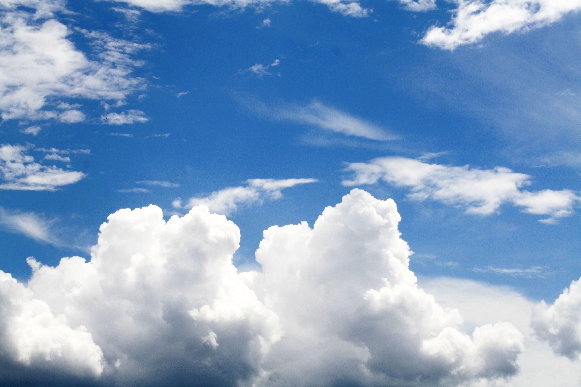 Bild mit Farben, Natur, Himmel, Wolken, Sonnenuntergang, Tageslicht, Blau, Azurblau, Sonnenaufgang, Wolkenhimmel, Sunset, Wolkengebilde, Sky, Wolken am Himmel, Himmel Panorama, Wolkenhimmel Panorama, Weitblick, Wolken Himmel, Hintergrund, cloud, clouds, Sonnen Himmel, Sonnenschein
