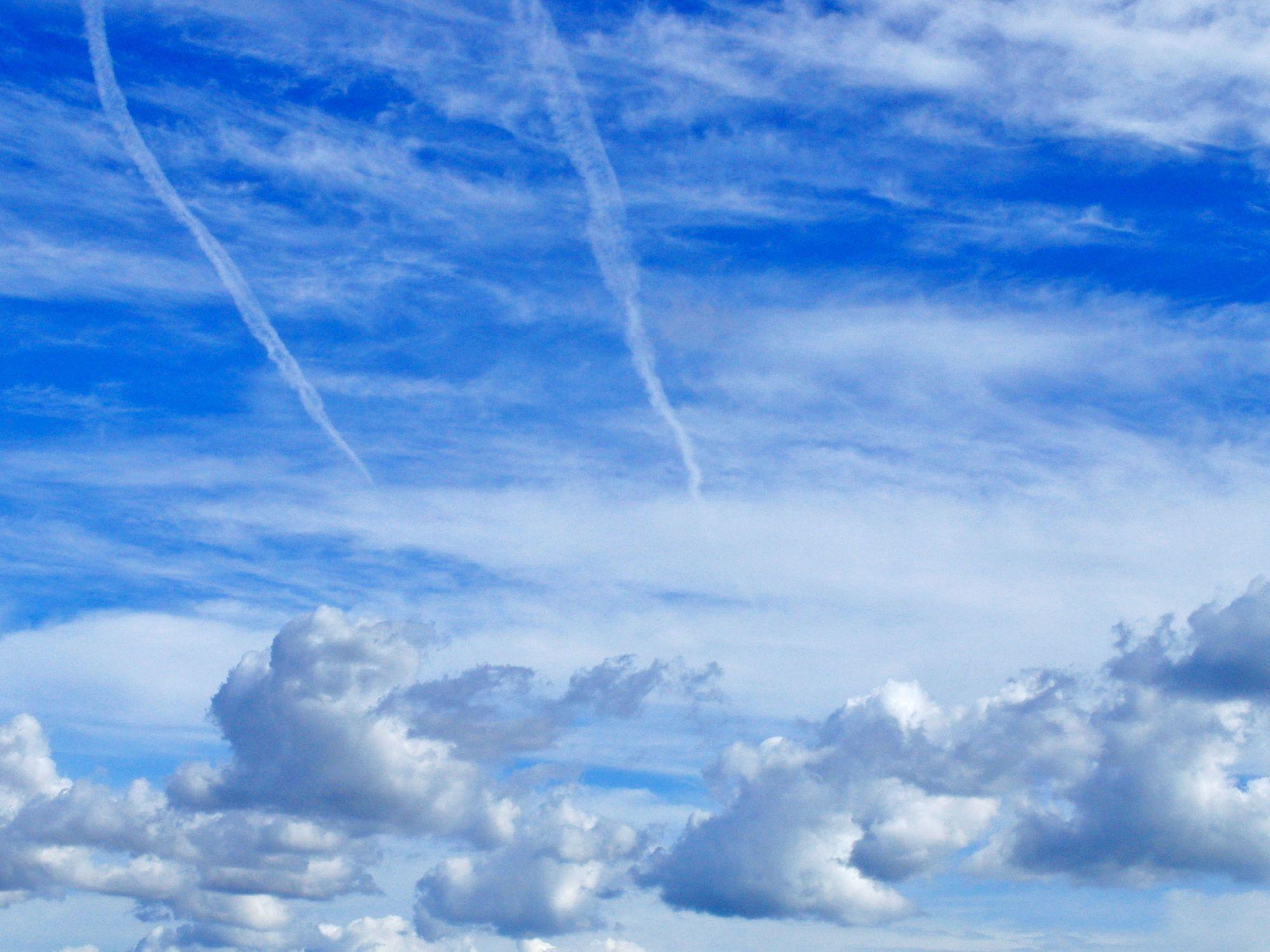 Bild mit Farben, Natur, Himmel, Wolken, Tageslicht, Blau, Azurblau, Wolkenhimmel, Wolkengebilde, Sky, Blauer Himmel, Wolkenstruktur, Sky view, Himmelsblick, Wolkenblick