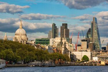 Bild mit Gebäude, England, London, Themse, Sehenswürdigkeiten, Kathedrale, Skyline, wolkenkratzer, Fluss, Hochhäuser, Tourismus, UK, St. Pauls Cathedral