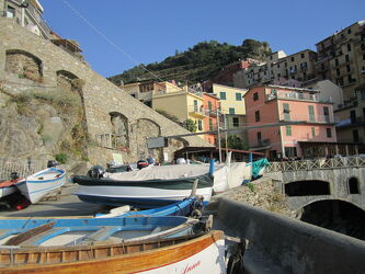 Bild mit Küsten und Ufer, Urlaub, Italien, Mittelmeer, Urlaubsfoto, Fischerboot, Steilküste, Meerespanorama
