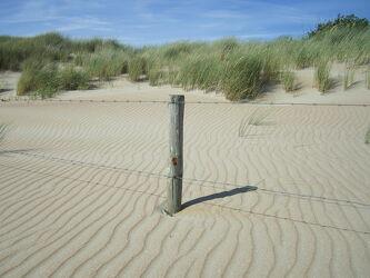 Bild mit Meere, Strände, Strände, Sand, Sandstrand, Dünen, Dünengras, Dünenlandschaft, Zaun