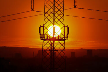 Bild mit Rot, Sonnenuntergang, Abendrot, Sonne, Stadt, Nacht, Abenddämmerung, Schweiz, Dunkelrot, Strommasten