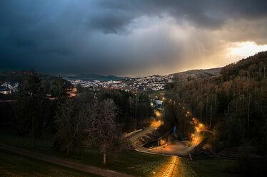 Bild mit Berge und Hügel, Bäume, Wald, Landschaft, Gewitter, Nacht, Regen, dorf, treppe, Sauerland