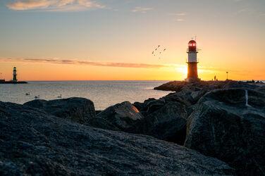 Bild mit Sonnenuntergang, Urlaub, Sonnenaufgang, Vögel, Ostsee, Meer, Leuchtturm, Rostock, Norden