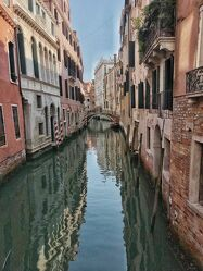 Bild mit Wasser, Orte, Kanäle, Gasse, Blick in die Gasse, Reisen, Reisefotografie, venedig