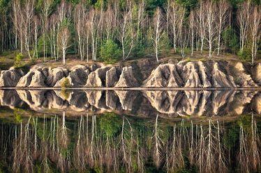 Bild mit Natur, Wasser, Gewässer, Seen, Felsen, Stein, Wald, Steine, See, Spiegelung, Fels, Muskauer Faltenbogen