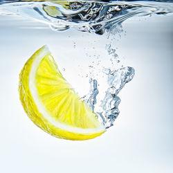 Bild mit Gelb,Wasser,Lebensmittel,Blau,Trinken,Sommer,Küchenbild,aqua,Küchenbilder,KITCHEN,erfrischend,Küche,Lemone,Dynamisch,Splash,Drink,Zitrone,zitronen
