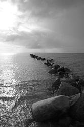 Bild mit Wasser, Strände, Stein, Urlaub, Strand, Ostsee, Meer, Steine, See, Retro, Ostseebilder, VINTAGE, schwarz weiß, Gestein, Ostseestrände, SW
