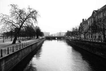 Bild mit Wasser, Flüsse, Architektur, Berlin, schwarz weiß, Fluss, SW, Spree, spreekanal