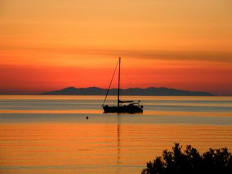 Boot im Sonnenuntergang