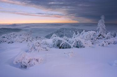 Bild mit Natur, Berge, Bäume, Winter, Schnee, Eis, Wälder, Sonnenuntergang, Sonnenaufgang, Wald, Baum, winterlandschaft, Landschaften im Winter, Landschaften & Stimmungen, Kälte, Frost, Gebirge