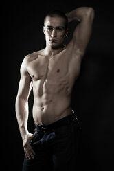 Männliches Model beim Akt Posen