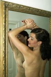 Akt im Spiegelbild