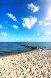 Bild mit Wasser, Wolken, Gewässer, Felsen, Wellen, Wellenbrecher, Strand, Sandstrand, Meerblick, Ostsee, Meer, Wolkenhimmel, Steine, Wolkengebilde, clouds, Nordsee, Küste
