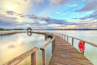 Bild mit Sonnenuntergang, Lübecker Bucht, Landschaft, Steg, Seeblick, Holzsteg, See, Timmendorfer Strand, Hemmelsdorfer See, Fischereihof