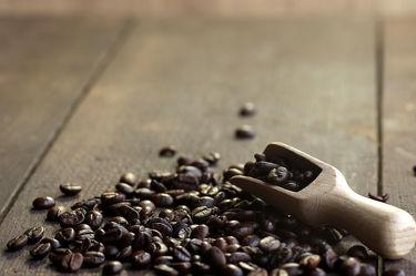 Bild mit Lebensmittel, Essen, Getränke, Küchenbild, Küchenbilder, Kaffee Speziallitäten, KITCHEN, GENUSS, cafe, kaffee, kaffeebohnen, Küche, Löffel, Scheffel, Kaffeelöffel, Herz, Arabica, Bilder, Coffee, Geschmack