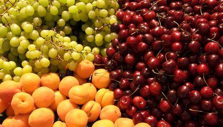 Bild mit Früchte,Lebensmittel,Sommer,Beeren,Trauben,Frucht,Obst,Küchenbild,Apfel,Apfel,Stillleben,Food,Food,Küchenbilder,KITCHEN,Küche,Küchen,Kochbild,Beere,Kirschen,vegan