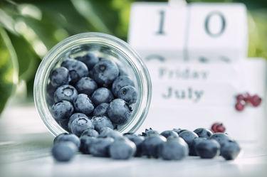Bild mit Früchte, Lebensmittel, Beeren, Frucht, Obst, Küchenbild, Stillleben, Food, Küchenbilder, KITCHEN, Küche, Küchen, Heidelbeeren, Blaubeeren, Blaubeere, Heidelbeere, Kochbild, Beere, vegan