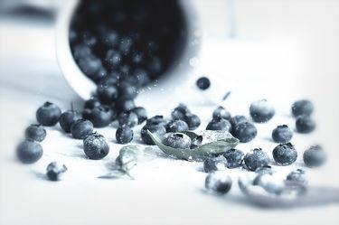 Bild mit Früchte,Lebensmittel,Beeren,Frucht,Obst,Küchenbild,Stillleben,Food,Küchenbilder,KITCHEN,Küche,Küchen,Heidelbeeren,Blaubeeren,Blaubeere,Heidelbeere,Kochbild,Beere,vegan