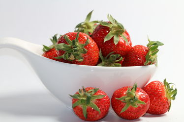 Bild mit Früchte,Lebensmittel,Beeren,Frucht,Obst,Erdbeere,Erdbeeren,Küchenbild,Stillleben,Küchenbilder,KITCHEN,Küche,Kochbild,Beere