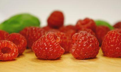 Bild mit Früchte,Lebensmittel,Beeren,Frucht,Obst,Erdbeere,Erdbeeren,Küchenbild,Himbeere,Himbeeren,Stillleben,Food,Küchenbilder,KITCHEN,Küche,Kochbild,Beere