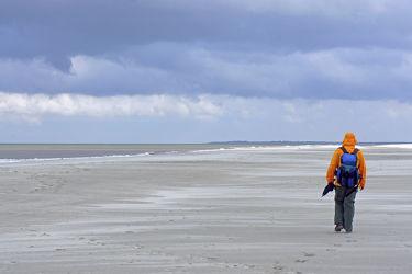 Bild mit Sand, Strand, Meer, Nordsee, See, Gewitter, Mensch, Person, Personen, Langeoog