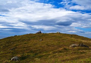 Bild mit Berge, Himmel, Hügel, Wolkenhimmel, Wiese, Feld, Felder, Skandinavien, berg, Wiesen, Weide, Weiden