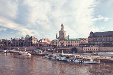 Bild mit Architektur, Gebäude, Städte, Häuser, Brücken, Stadt, Dresden, Dresdner Frauenkirche, Frauenkirche, Brücke, City, Skyline, Fluss, Elbe, Barock, barocke frauenkirche, ausblick