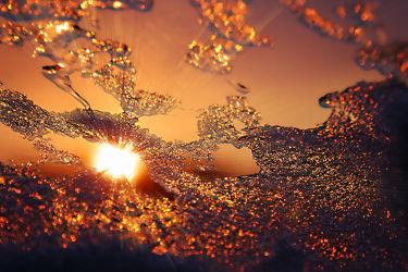 Bild mit Schnee, Eis, Sonnenuntergang, Glas, Sonnenaufgang, Fenster, Mansfeld Südharz, Kälte, Frost, gefroren