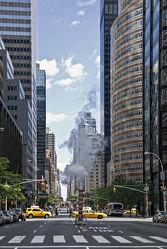 Bild mit Autos, Architektur, Straßen, Stadt, New York, Staedte und Architektur, USA, hochhaus, wolkenkratzer, Straße, Hochhäuser, Manhattan, Yellow cab, taxi, Taxis, New York City, NYC, Gelbe Taxis, yellow cabs