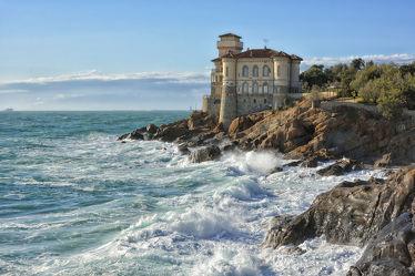 Bild mit Natur, Landschaften, Brandung, Wellen, Gebäude, Schlösser, Schloss, Meerblick, Meer, Landschaft, Küste, Toskana