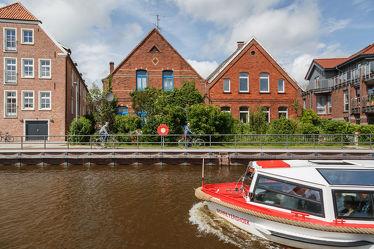 Bild mit Flüsse, Architektur, Gebäude, Städte, Häuser, boot, Hafenstadt, Boote, Haus, Stadt, Dörfer und Städte in Norddeutschland, Fluss, dorf