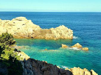 Klippen an der Costa Paradiso