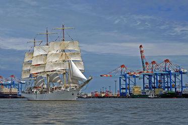 Bild mit Schiffe, Häfen, Segelschiffe, Segelschiff_DAR_MEODZIEZY_beim_Sail_IN_ in_Bremerhaven_2015