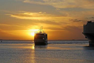 Bild mit Sonnenuntergang,Sonnenaufgang,Schiffe