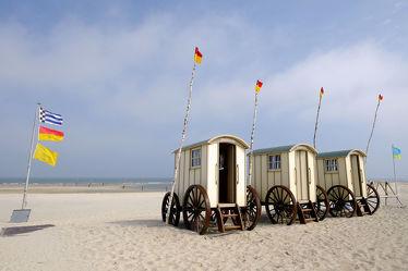 Bild mit Strände, Strand, Nordsee, Küste, Ostfriesland, Ostfriesische_Inseln, Norderney, Norderney, Badehose, Umkleide, Wagen, Umkleidewagen