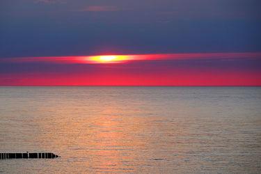 Bild mit Orange,Wolken,Rot,Urlaub,Blau,Sonne,Sonne,Ostsee,Meer,Nordsee,Reisen,Abend,Ausspannen,Geniessen,Idylle,Abendidylle,Ostfriesische_ Inseln