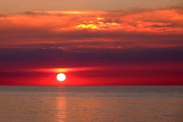 Bild mit Orange,Wolken,Rot,Urlaub,Blau,Sonne,Sonne,Ostsee,Meer,Nordsee,Reisen,Abend,Ausspannen,Geniessen,Idylle,Abendidylle,Ostfriesische_Inseln