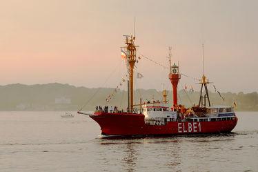 Bild mit Sonnenuntergang,Schiffe,Feuerschiff,Abendsonne,Rückkehr,Förde,Veteranen,Elbe_1,Dampf_Rundum