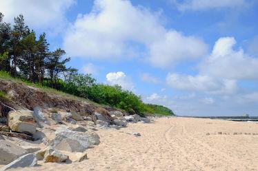 Bild mit Himmel, Wolken, Felsen, Sand, Strand, Ostsee, Meer, Dünen, Strand / Meer, Schutz