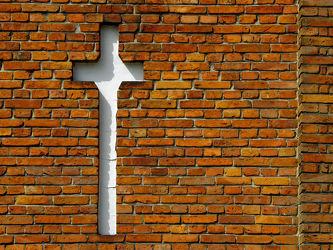 Bild mit Gotteshäuser,Kirchen,Kapellen,Backstein,Glauben,Mahnmal,Kreuz,Evangelisch
