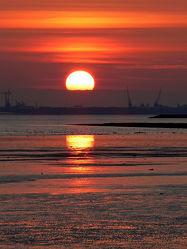 Bild mit Wasser, Himmel, Wolken, Sonnenuntergang, Meer, Wattenmeer, Emden, Ostfriesland, Abendsonne, Dollart, Knock, Wolkenfront