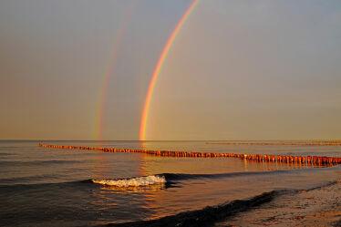 Bild mit Himmel, Wolken, Strände, Sonnenuntergang, Urlaub, Strand, Ostsee, Meer, Regenbögen, Küste, Regen, Ausspannen, Geniessen, Naturschauspiel